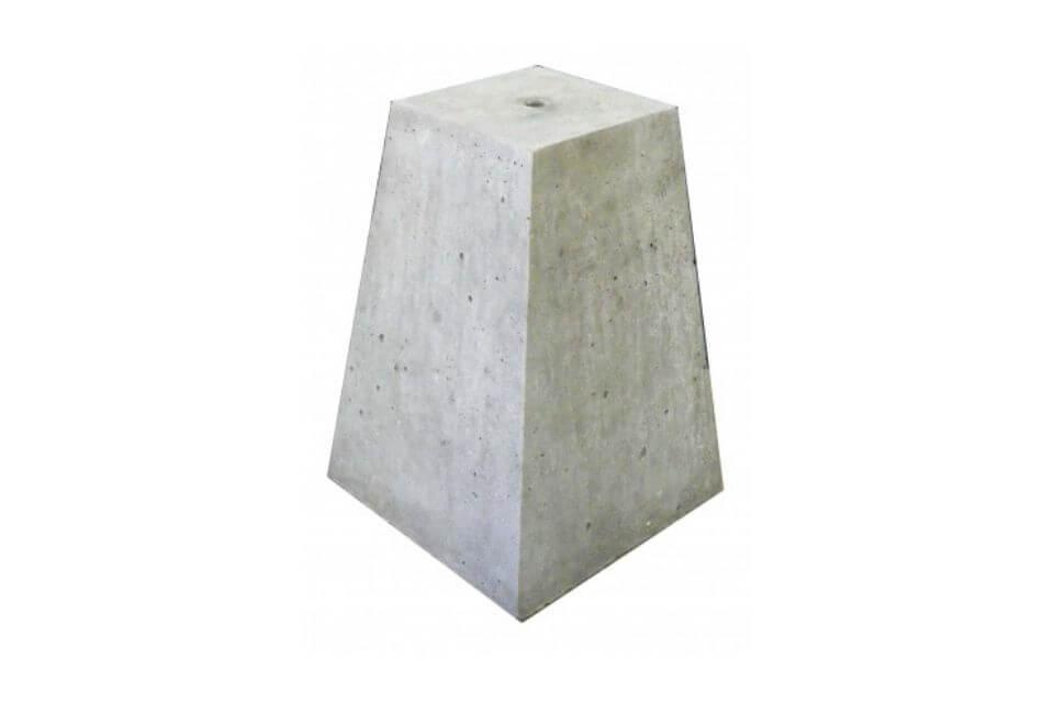 Betonpoer 15x15x35 cm met schroefhuls M16