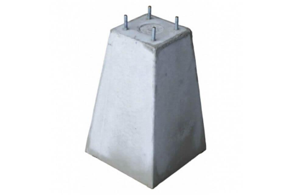 Betonpoer 18x18x45 cm met 4x draadeind M10