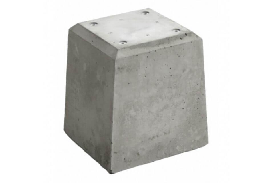 Betonpoer 21x21x28 cm met 4 schroefhulzen M8