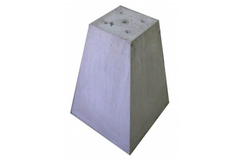 Betonpoer 25x25x70 cm met 4x schroefhuls M12 en 1x schroefhuls M16